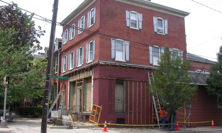 Selective demolition of the 1960s cover-up  materials exposed the c.1890 storefront and  revealed that much of the old building remained  intact while concealed from view for half a century.